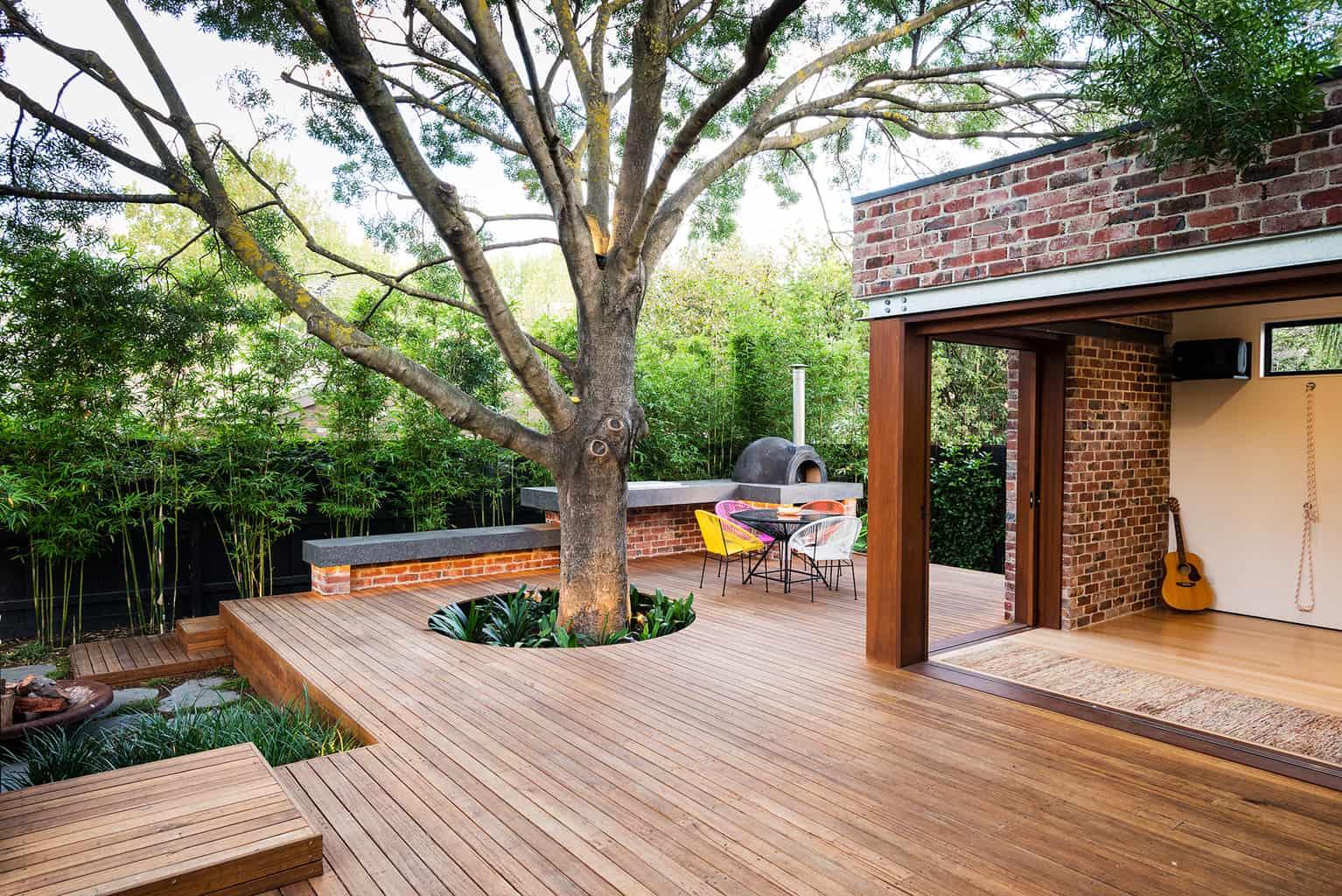 Оформление участка дома в современном стиле.