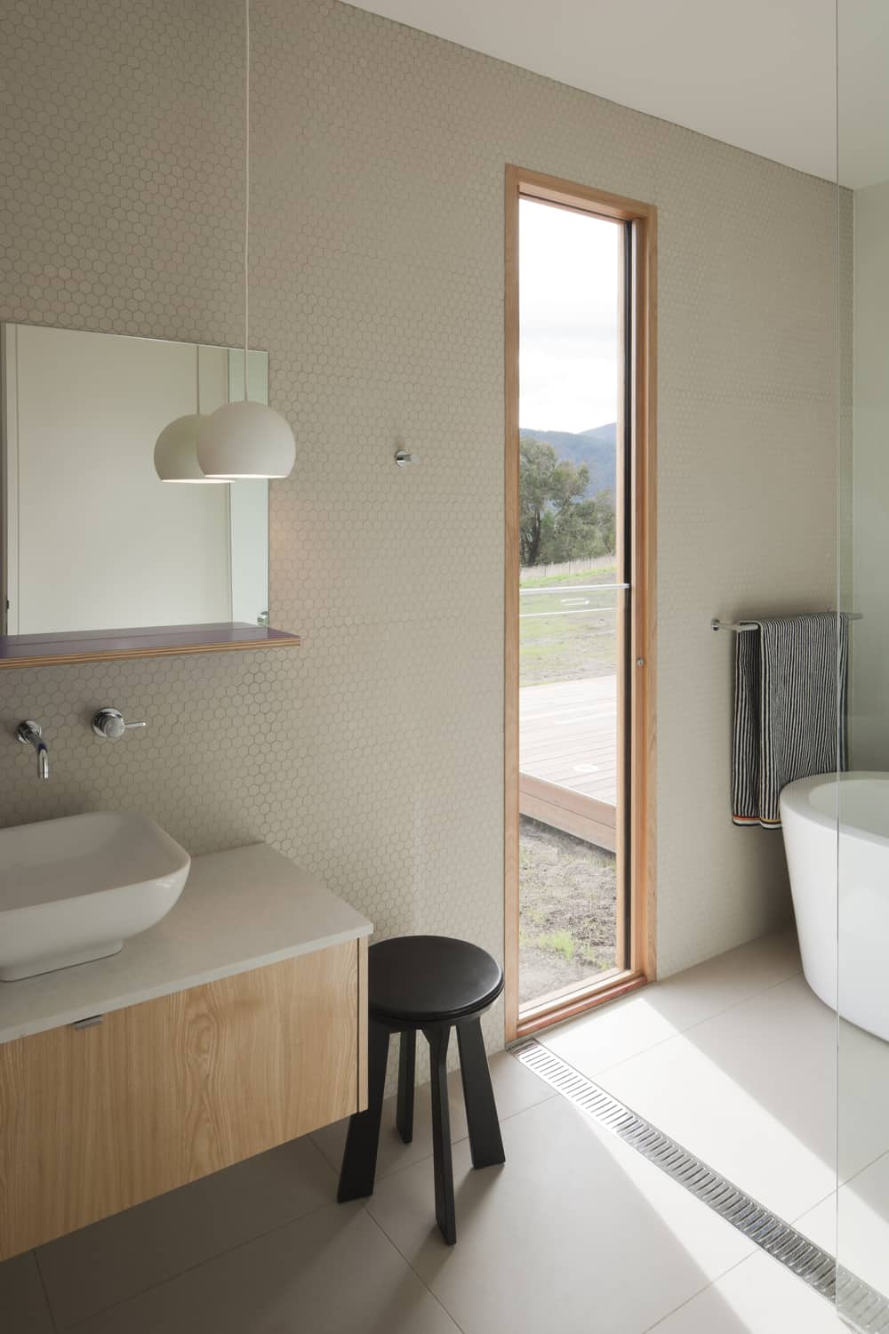 Contemporary farmhouse rises after the ashes – Sustainable ...