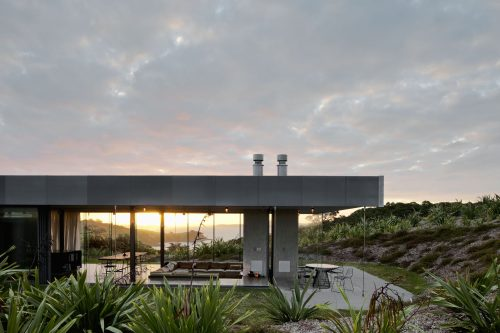 Raw materials with tailored comfort for island retreat
