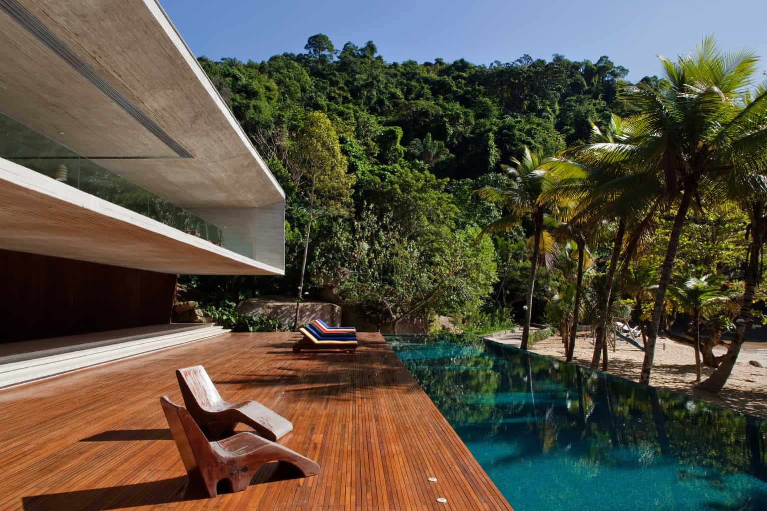Bold cantilevered architecture for island home
