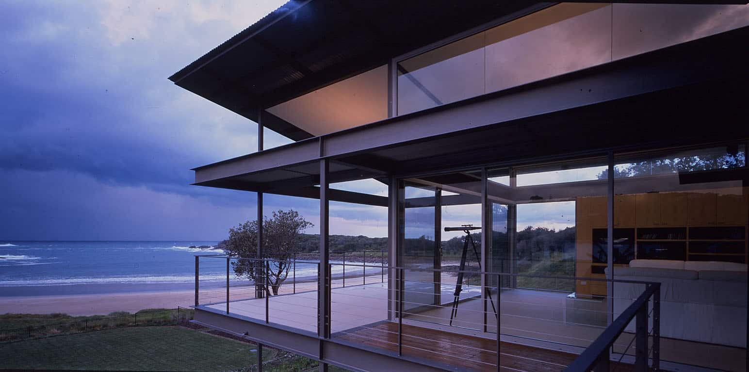 Bold floating roof architecture in boat harbour - The dune house the floating roof ...